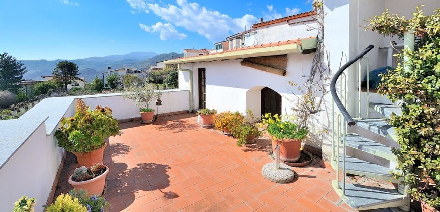 For sale a village house with three large terraces in Castellaro