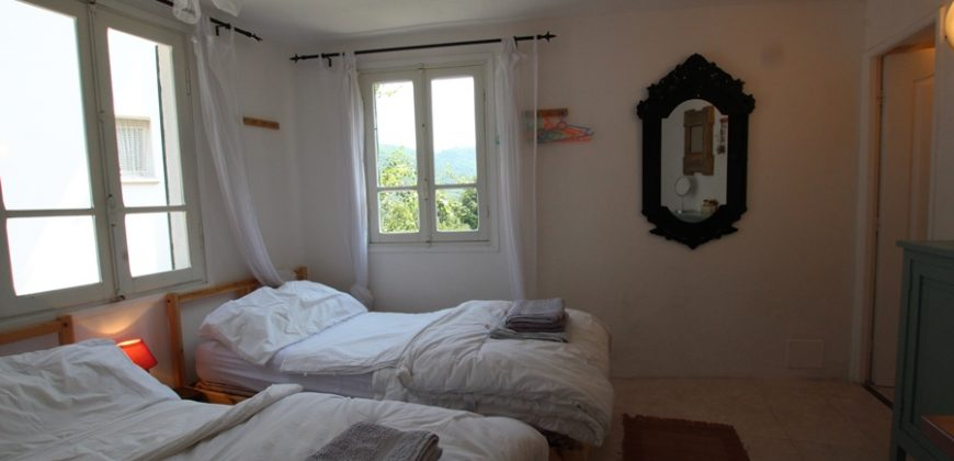 For sale a summer house in Carpasio