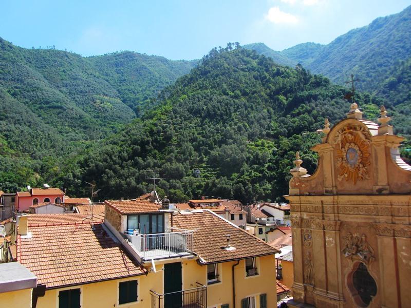 Vendesi bella casa su quattro piani in centro di Badalucco!