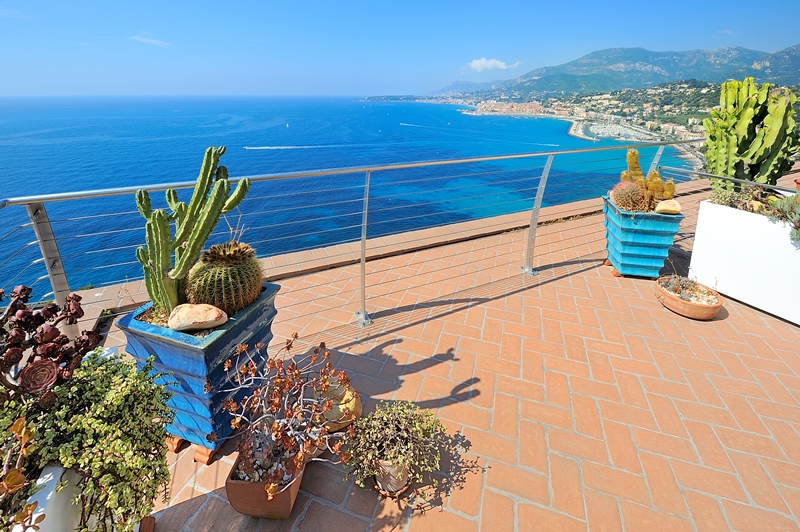 For sale a duplex with roofgarden in the castle of Grimaldi