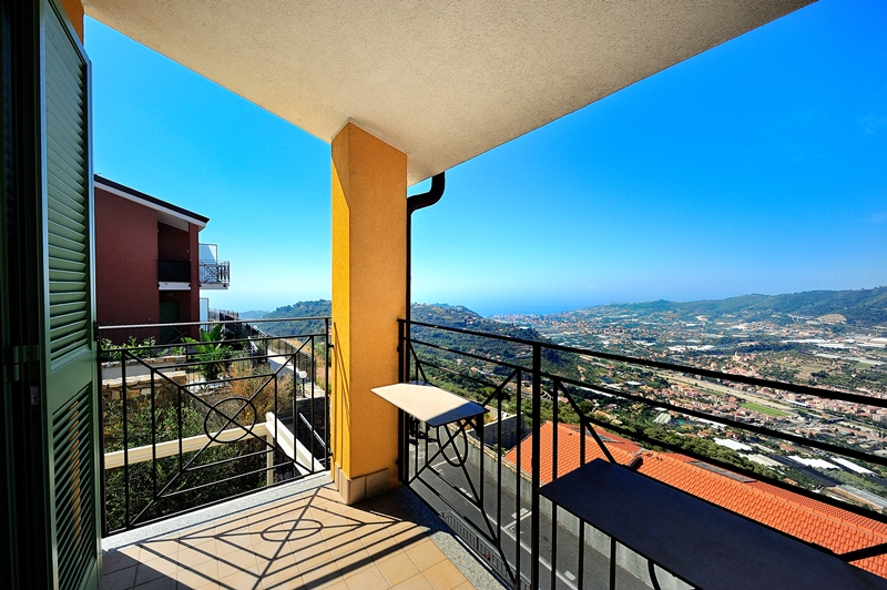 For sale a newer apartment with a lovely panorama near Castellaro