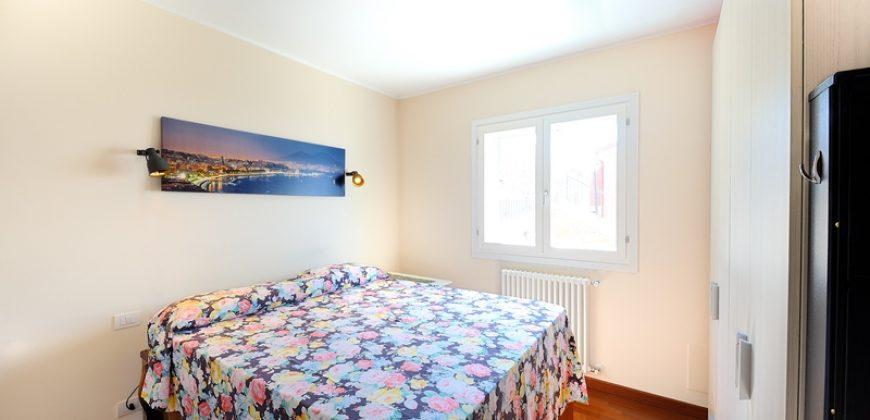Till salu en nybyggd lägenhet med en otrolig panorama nära Castellaro
