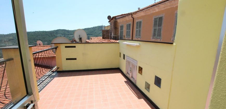 For sale a spacious town house with terrace and a lovely panorama