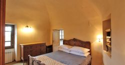 In vendita appartamento nobile in condominio con piscina!