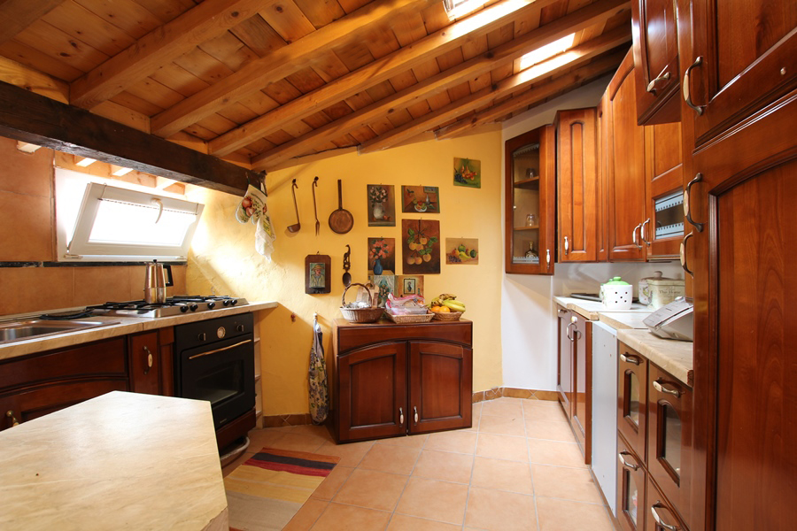 For sale a particular village house with two spacious terraces in Taggia
