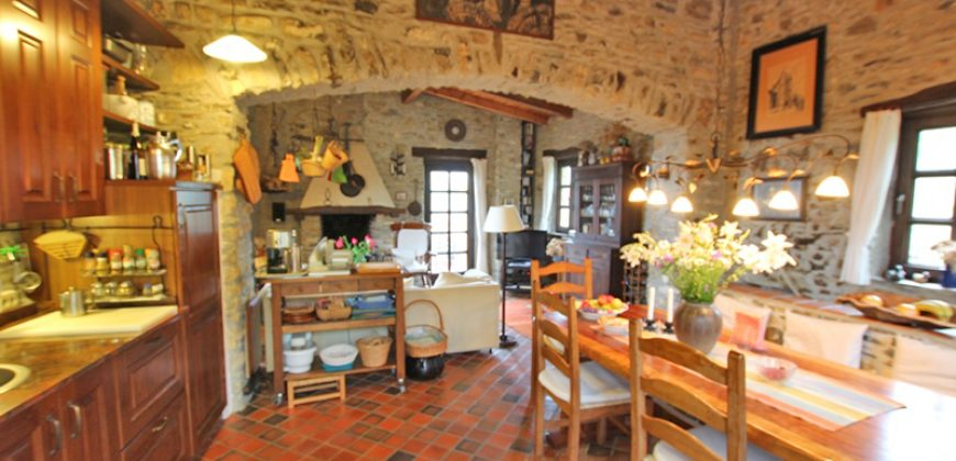 For sale a romantic house in rustic style north of Alassio