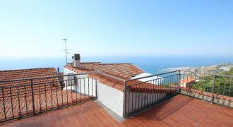 Säljes byhus med stor takterrass och havsutsikt!