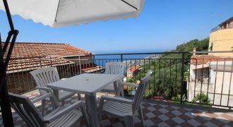 Till salu en takvåning med  två terrasser!
