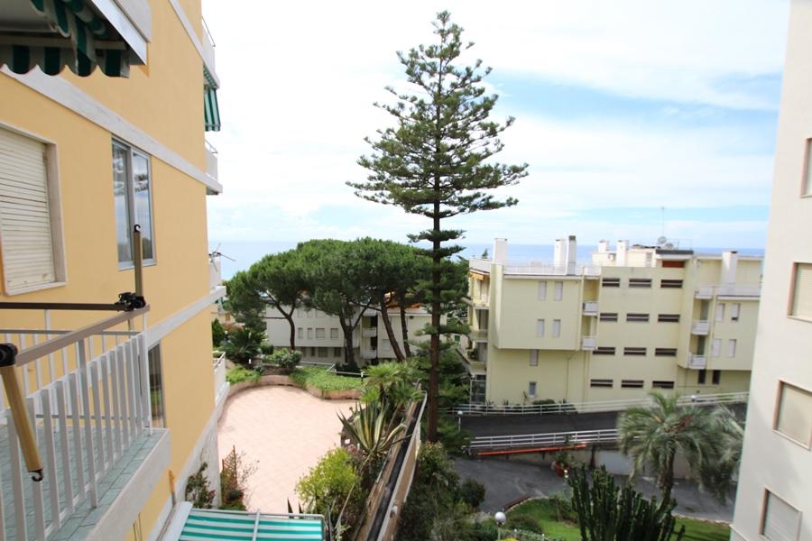Vendesi un'appartamento con tre terrazzi e vista mare!