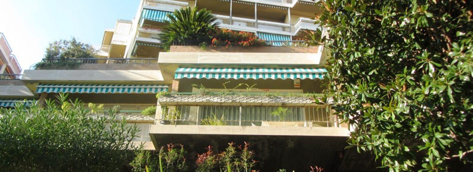 Vendesi trilocale con tre balconi in Via Padre Semeria
