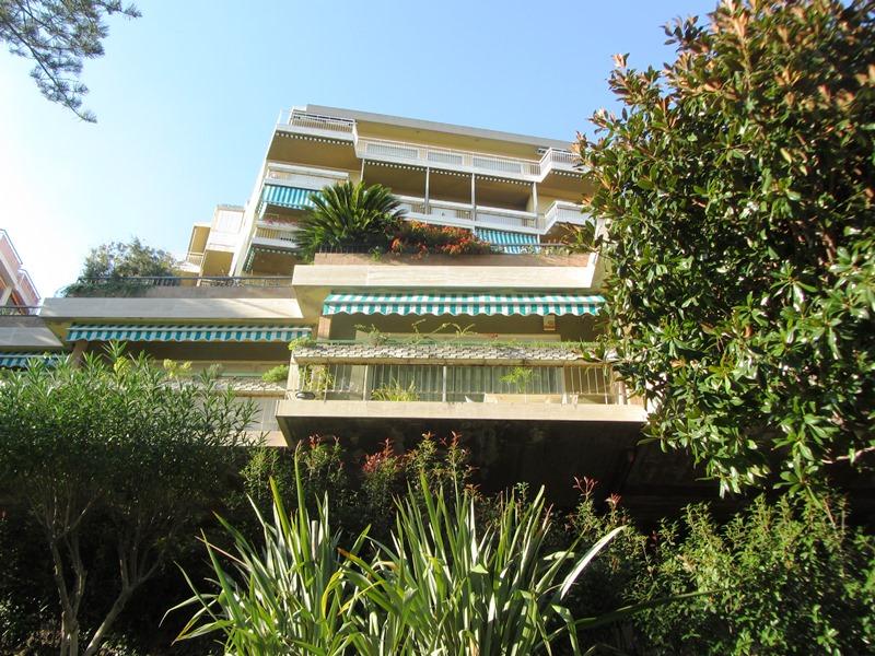 Till salu en rymlig 3 rok med havsutsikt i Sanremo
