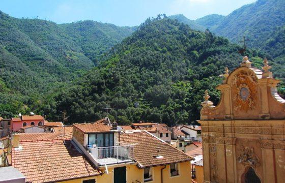 Till salu ett rymligt byhus med stor terrass  i Badaluccos gamla stad!