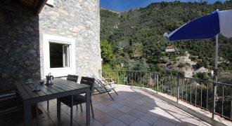 Till salu en tvårumslägenhet med stor terrass i Airole!