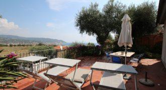 Till salu ett trevligt hus med panorama i Diano Marina!