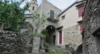 Till salu ett byhus i Corte