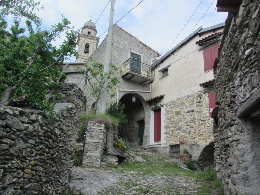 For sale a village house in the hamlet of Corte