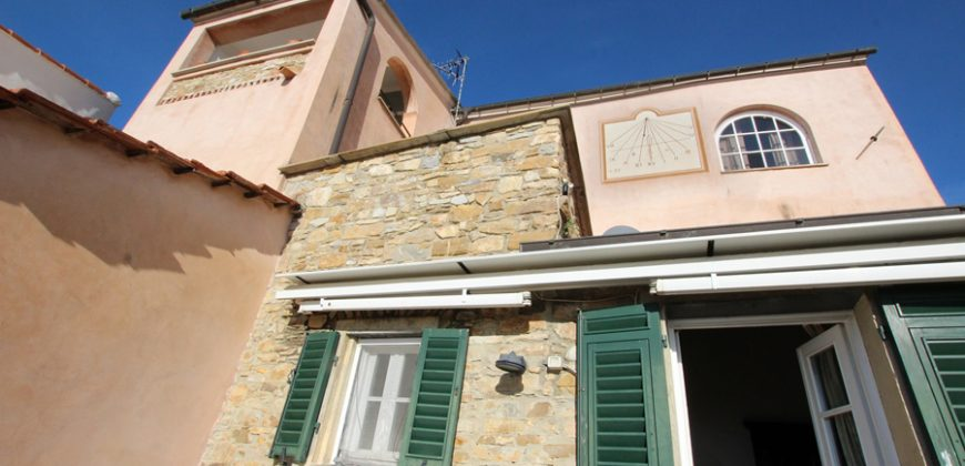 For sale a beautiful antique village house in Pompeiana!