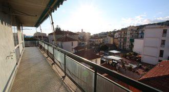 Till salu en bekväm lägenhet i centrala Arma di Taggia