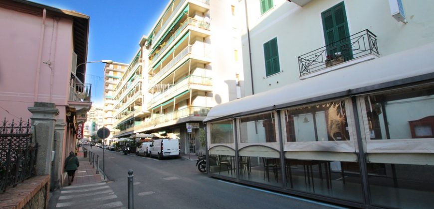 For sale a spacious apartment in the center of Arma di Taggia