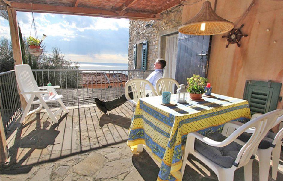 Till salu ett rymligt och gemytligt byhus med underbar utsikt!