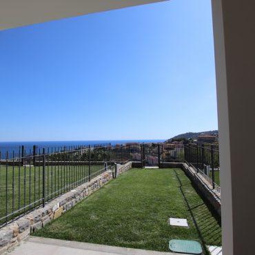 Vendesi nuova costruzione con vista mare e piscina!