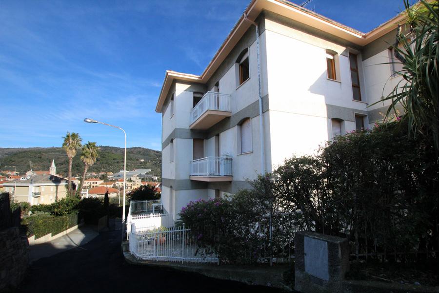 Till salu en nyrenoverad lägenhet nära Poiolo