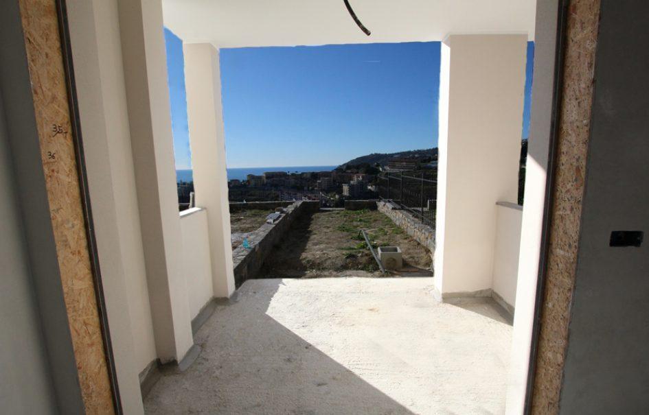 Till salu en ny lägenhet på markplan med havsutsikt och pool!