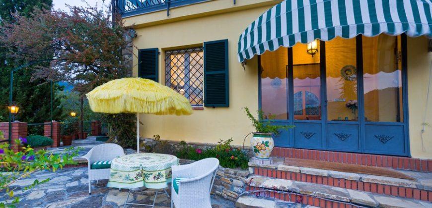 """Vendesi la deliziosa villa """"Lo Scoglio"""" con vista panoramica!"""