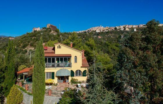 """Villa """"Lo Scoglio"""" – Delightful property with Sea view"""
