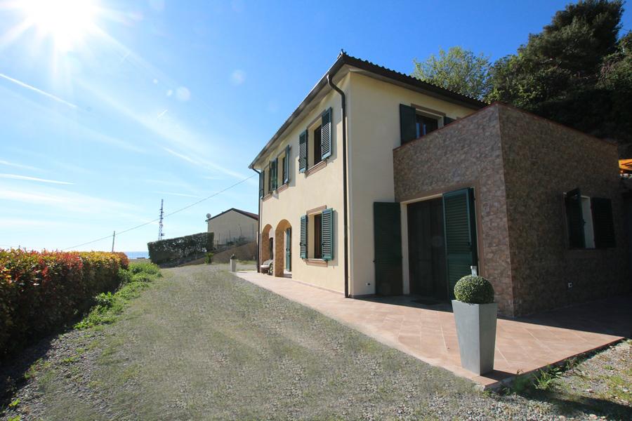 Vendesi bella villa di recente costruzione con vista panoramica!