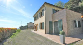 Till salu en nybyggd villa med fantastisk utsikt!
