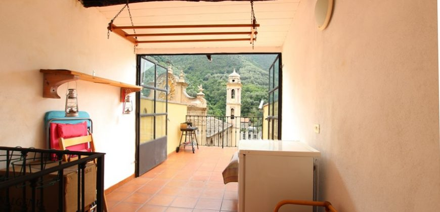 For sale a nice village house with terrace  in the center of Badalucco