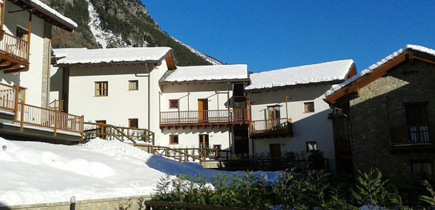 For sale a lovely holiday apartment in residence near Courmayeur