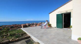 Vendesi nuova villa con vista spettacolare!