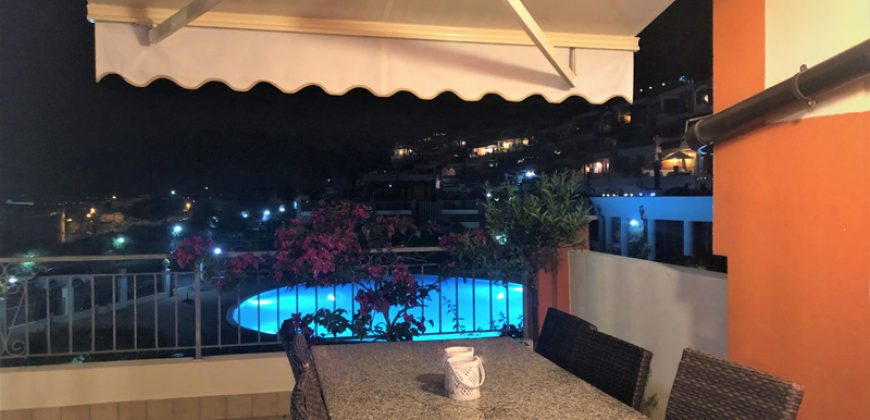 For sale a top floor apartment with sea view