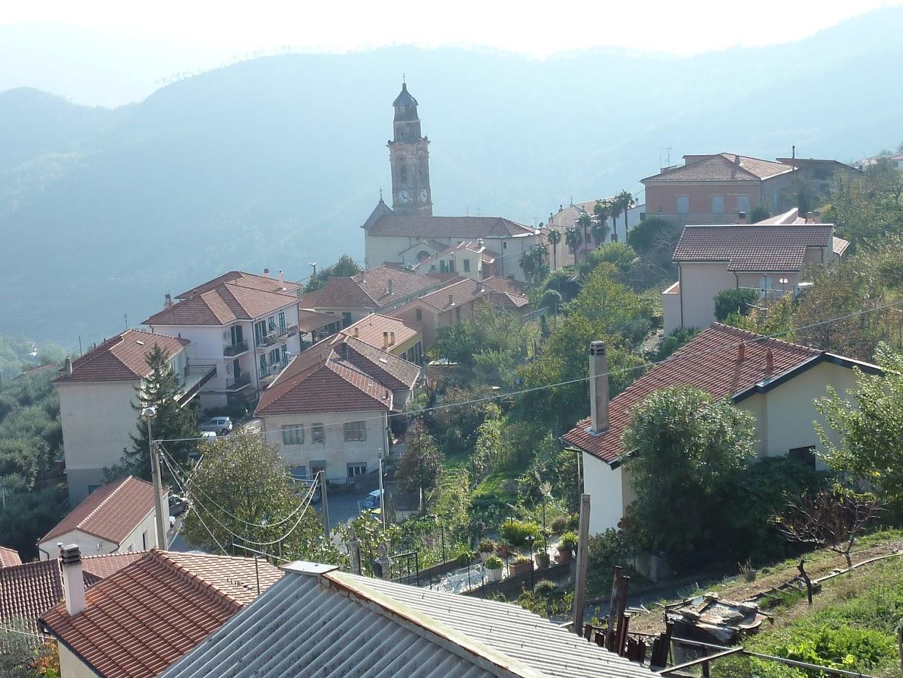 Säljes fräsch lägenhet med rymlig terrass i Bardino Nuovo