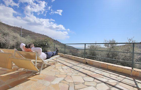Till salu en underbar villa utanför byn Diano Roncagli