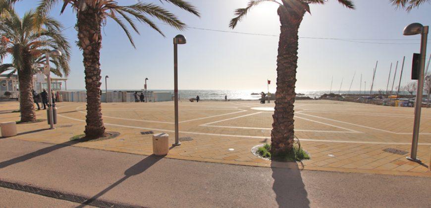 Till salu en totalrenoverad lägenhet nära stranden