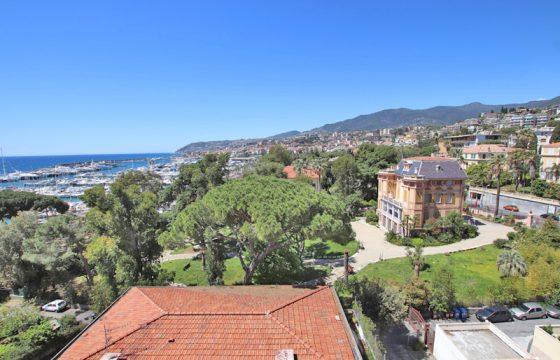 Säljes en unik takvåning nära Sanremos hamn