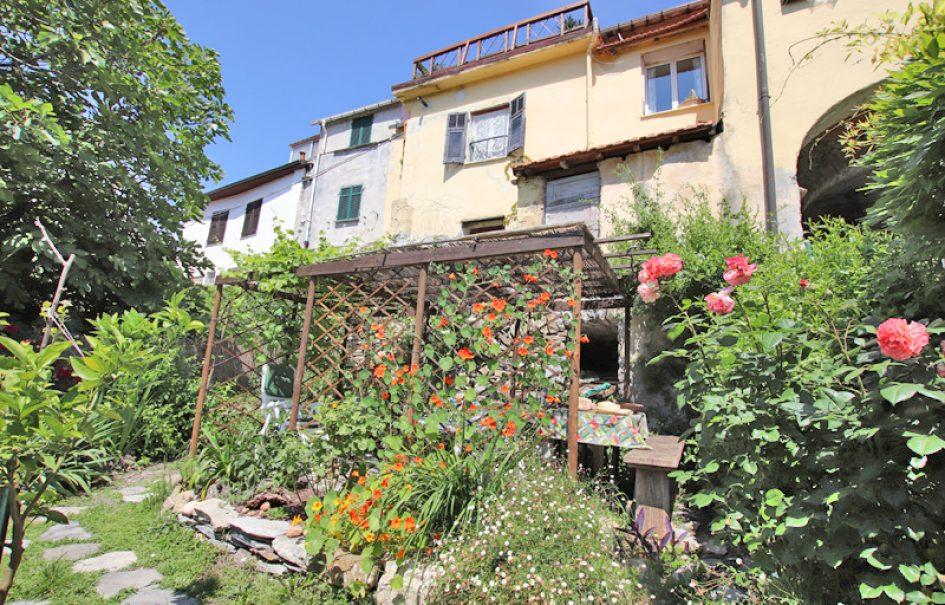 In vendita una romantica casa di paese a Gazzelli