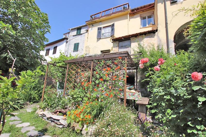 Till salu ett romantiskt byhus i Gazzelli