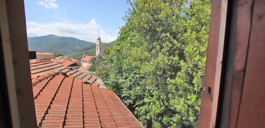 For sale a romantic village house in Gazzelli