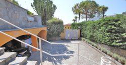 Vendesi villa bifamiliare a Bordighera