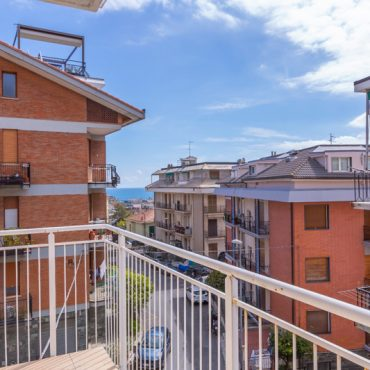 Selling renewed apartment in Alassio