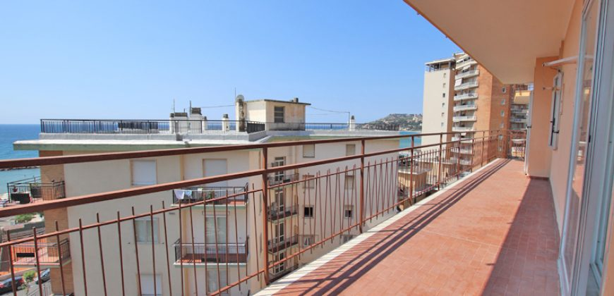 For sale an apartment with lovely sea view
