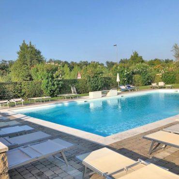 Vendesi bellissimo duplex con piscina!