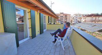 Vendesi bellissimo appartmento con terrazzo!