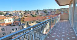 For sale a spacious apartment in the center of Oneglia