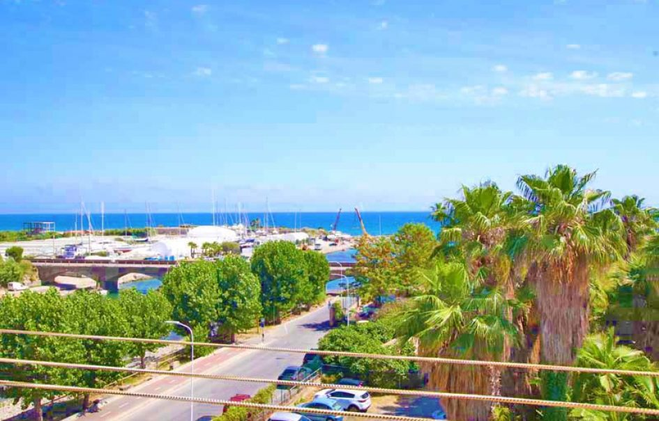 For sale an apartment with sea view!
